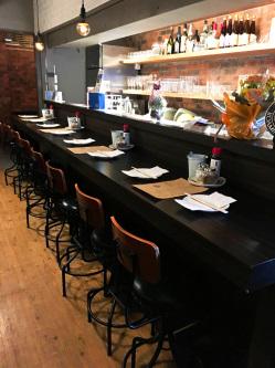 株式会社OZ北千住店鹿児島黒酢が味わえるお店で、黒酢サワー、ラム肉にぴったりな根こんぶ醬油結などを置いております。